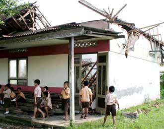 Rp 18 triliun untuk perbaikan sekitar 140.000 bangunan sekolah